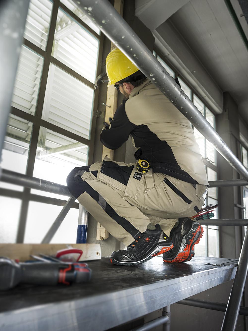 6ce6e6c7c16 Veiligheidsschoenen van Bata Industrials Benelux